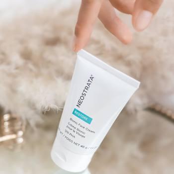 Quand appliquer la Crème Bionic 12%PHA :  - Quand votre peau est irritée, fragilisée ou déshydratée - Quand vous avez effectué un traitement esthétique  - Quand vous souhaitez obtenir la sensation d'une peau apaisée et hydratée en profondeur   Vous pouvez donc utiliser la Crème Bionic 12%PHA quand vous avez une peau plutôt sèche ou que vous êtes adepte des traitements esthétique 💚  #neostrata #neostrataskincare #skincare #skin #care #routine #soin #skincareroutine #restore #myself #selfcare